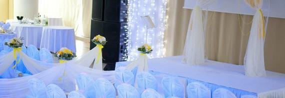 банкетный зал для свадьбы, белый зал